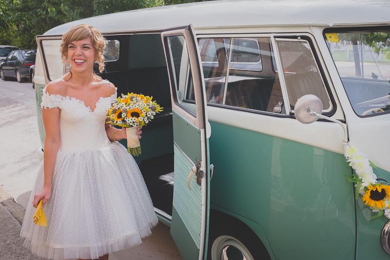 boda rural en lleida con furgoneta vintage